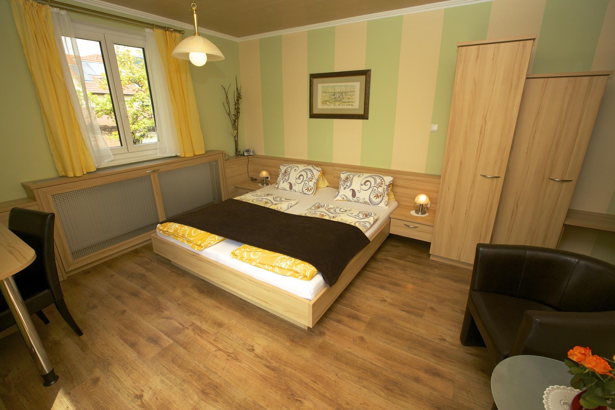 """Zimmer 4 """"Rebenblick"""" mit Terrasse"""